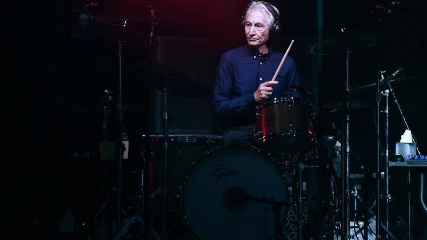 El batería Charlie Watts no irá de gira con los Rolling Stones tras una operación quirúrgica