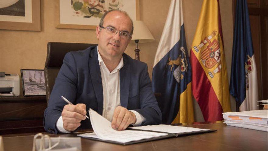 Pestana minimiza la inseguridad en Canarias por el repunte migratorio
