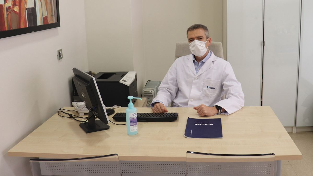 El doctor Andrés Sánchez Yagüe, jefe de Digestivo del Vithas Xanit.