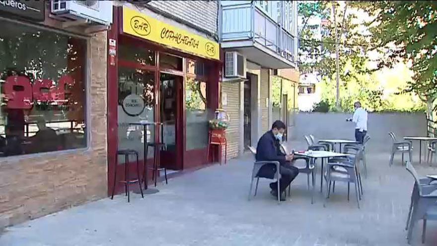 Madrid restringe 45 zonas entre la confusión y la desesperación