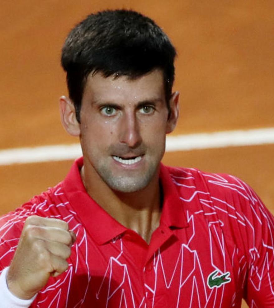 Djokovic alza el título en Roma y arrebata un récord a Nadal