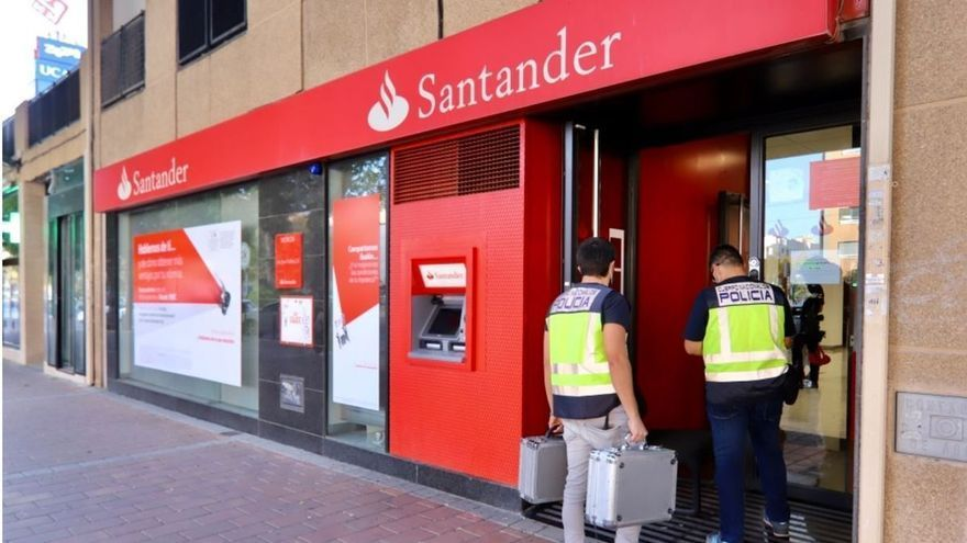 Atraco con rehenes en un banco de Juan Carlos I de Murcia