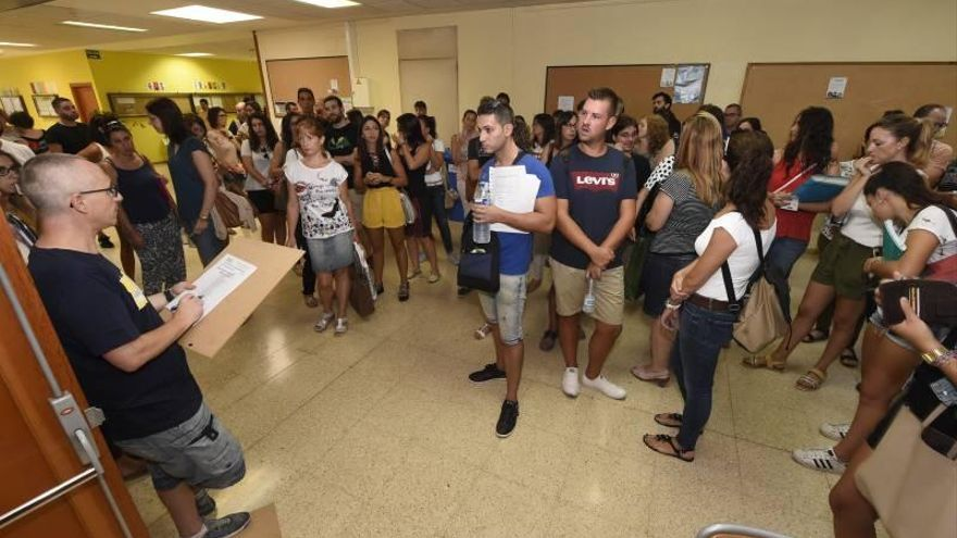 Los alumnos realizan los exámenes de certificación de idiomas pese a  la huelga