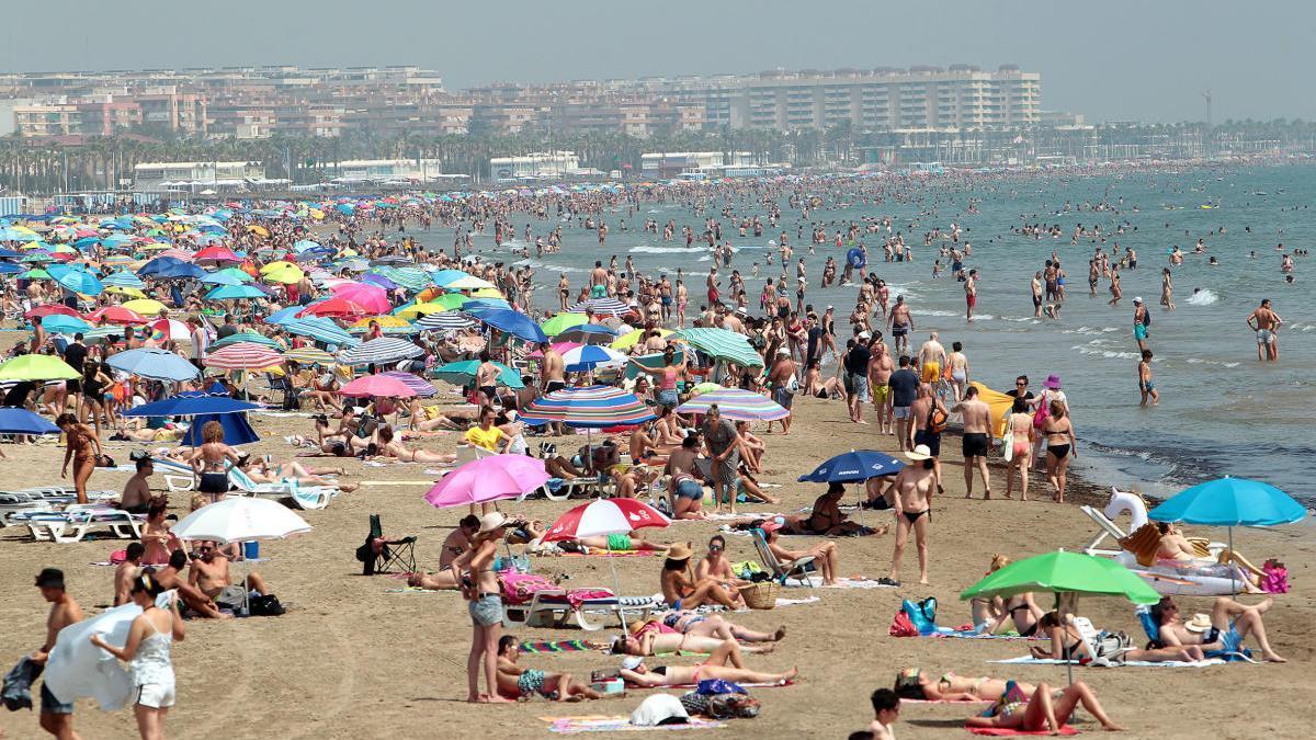 Imagen de la playa de Las Arenas en el verano pasado.
