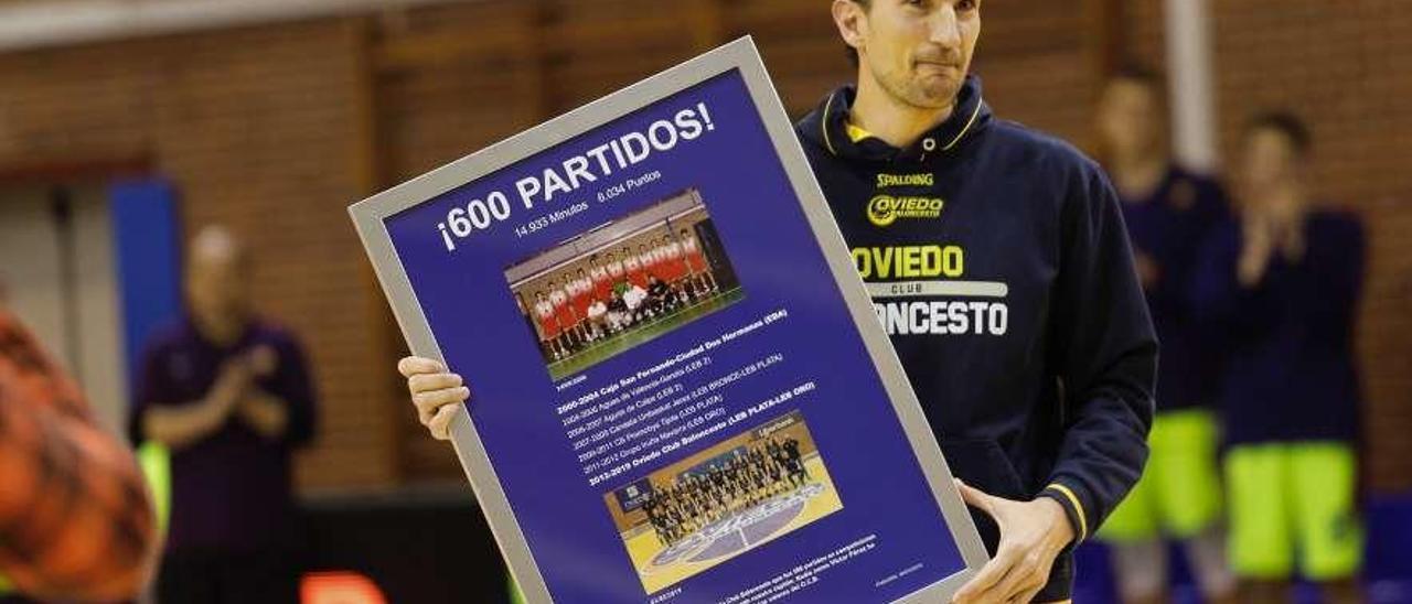 Víctor Pérez, agasajado por llegar a 600 partidos en su carrera