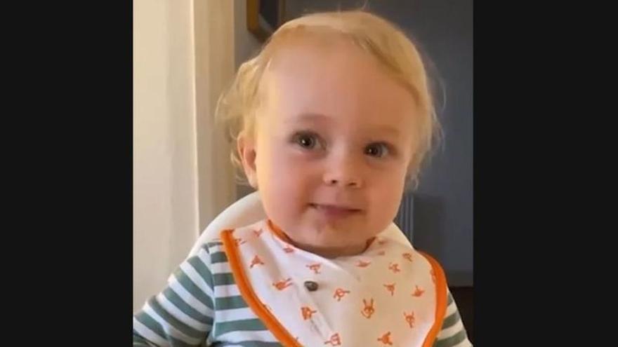 La bebé de 2 años capaz de decir oftalmólogo, tiranosaurio rex y proparoxítona