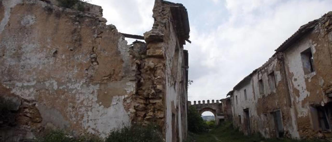 El Consell de Cultura alerta del grave deterioro del poblado medieval de Berfull