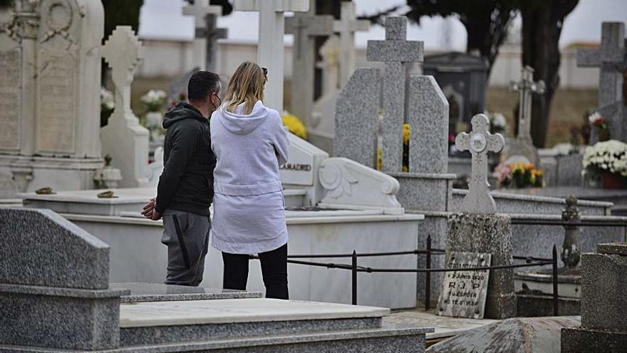 El cementerio de Benavente registra menos visitas que otros años debido a la pandemia