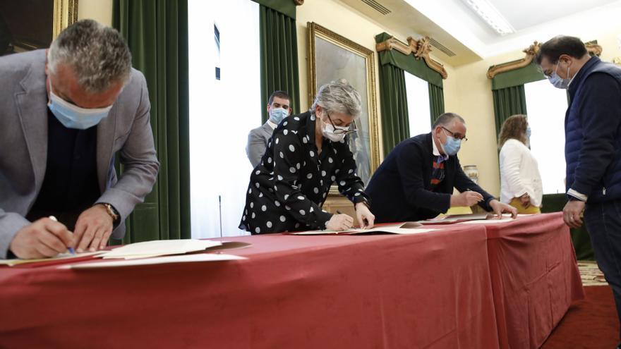 Los agentes sociales y el Ayuntamiento pactan negociar un plan local de incentivos al consumo