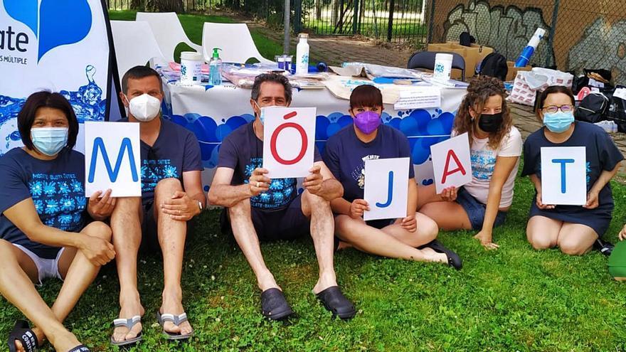 Esclerosis múltiple en Zamora: Refrescarse por una buena causa