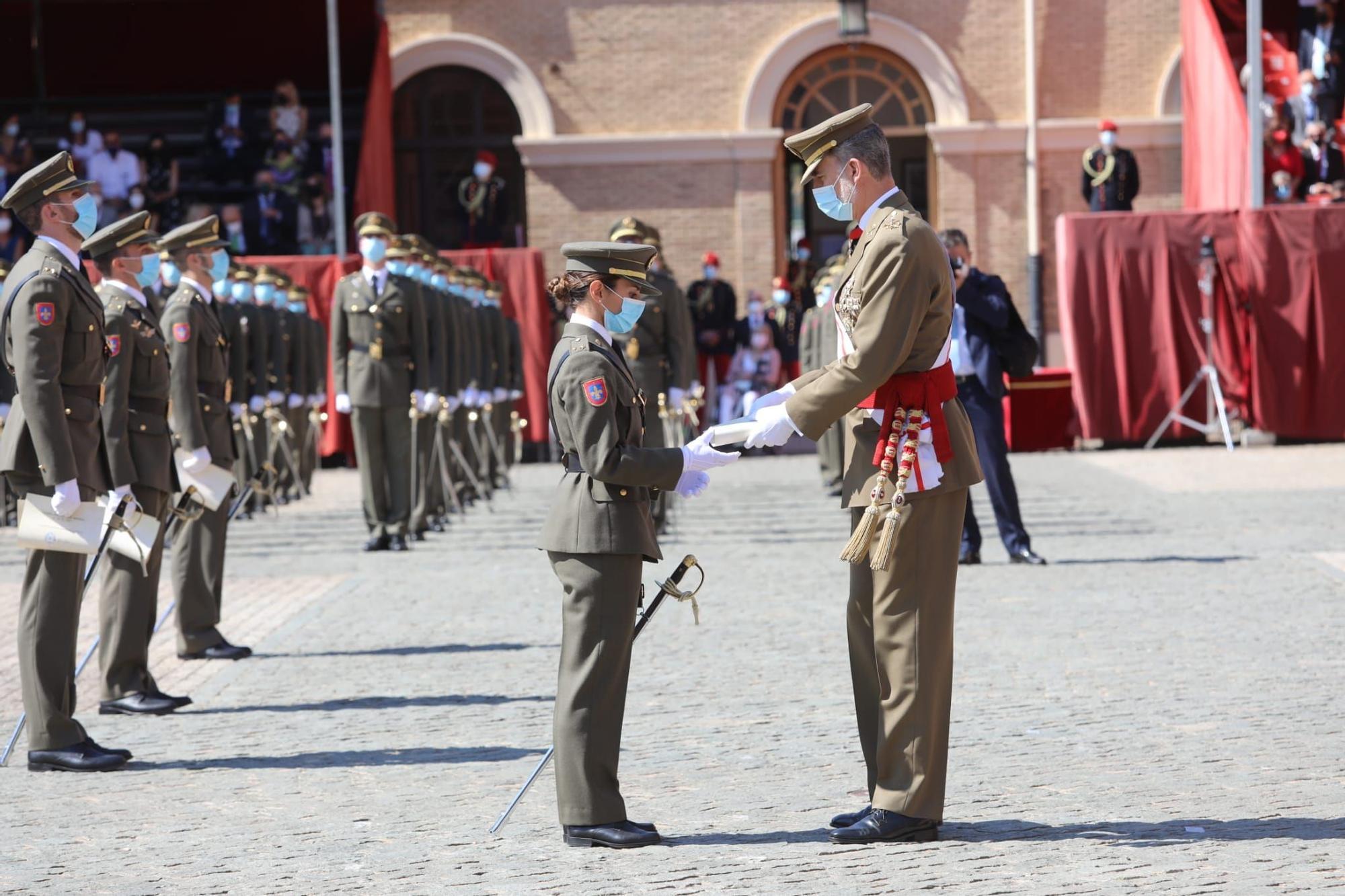 El Rey preside la entrega de despachos a los nuevos oficiales del Ejército y la Guardia Civil