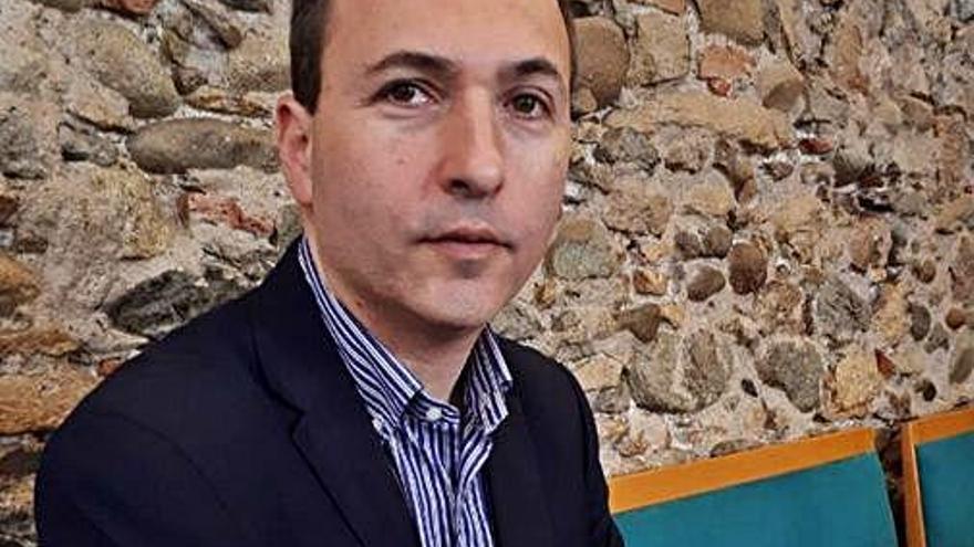 Narcís Serra presenta la seva tercera novel·la «Bonnie Norwick» a Figueres