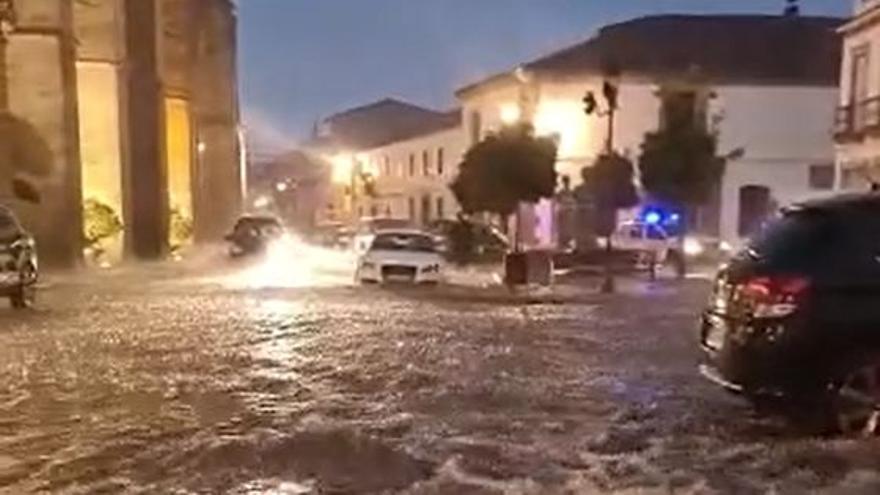Una tromba de agua inunda varias calles de Hinojosa del Duque