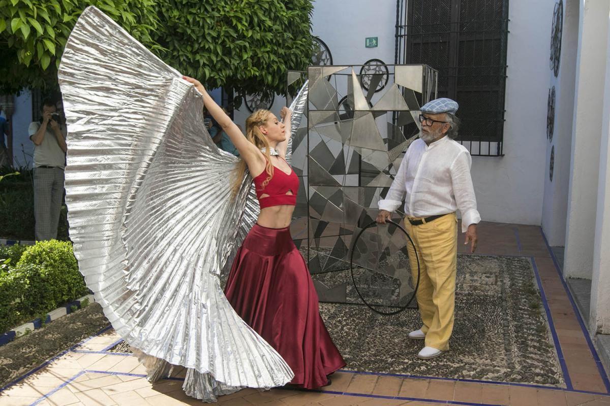 Fotogalería / Libélula, perfomance de Paco Ariza y Elena Grish en el Museo de Bellas Artes.