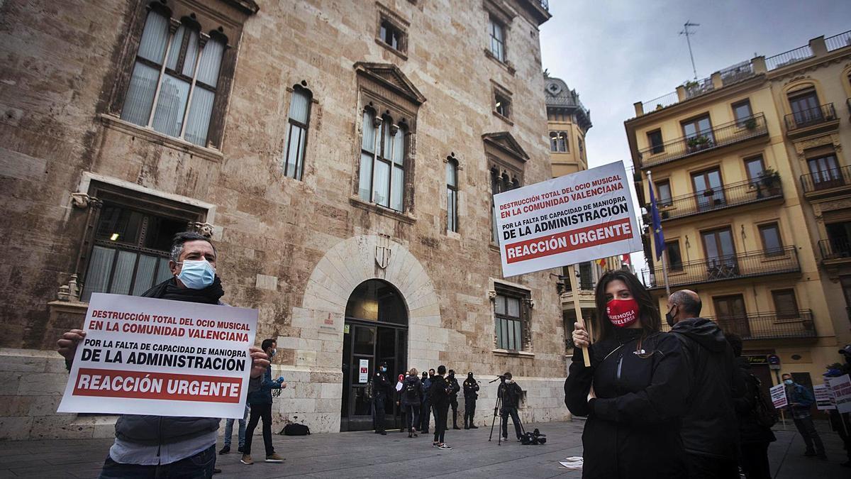 Última manifestación del ocio nocturno ante el Palau de la Generalitat, el pasado 4 de noviembre. | GERMÁN CABALLERO