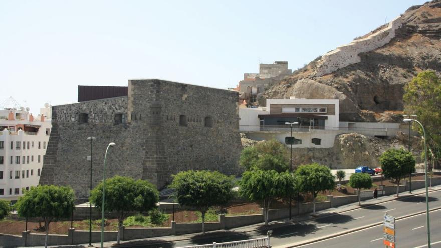 Una exposición en el Castillo de Mata muestra el origen y el legado inglés en la ciudad