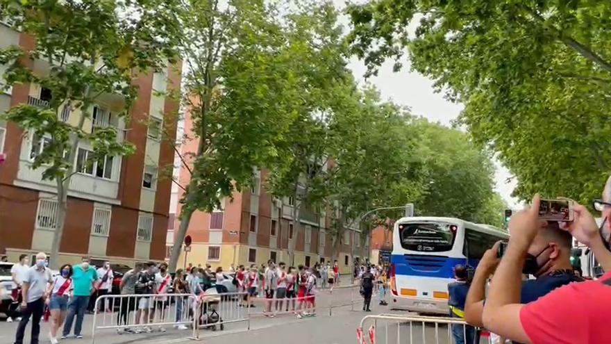 Arribada del Girona FC a Vallecas