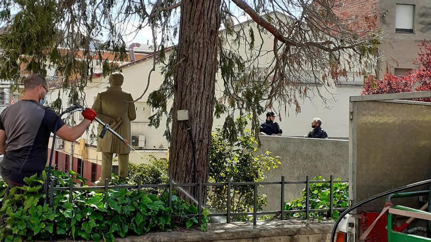 Sant Vicenç de Castellet actua per revitalitzar l'arbre del monument a Anselm Clavé