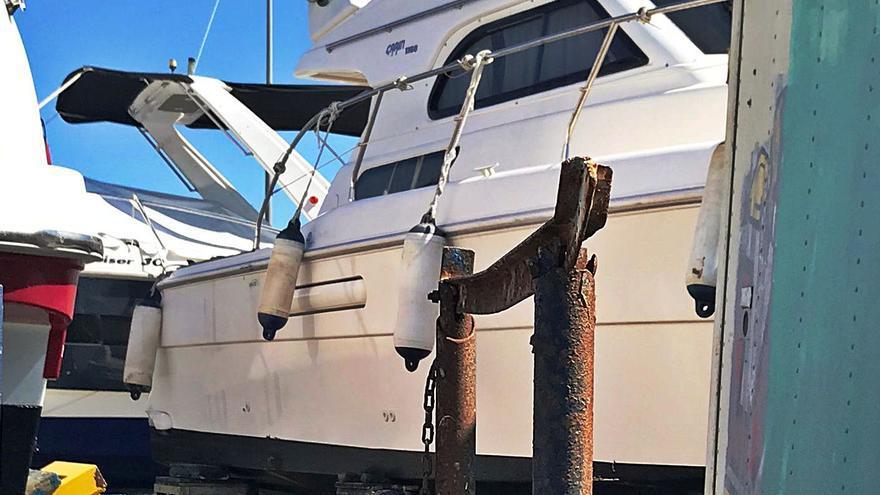 Seis detenidos por un alijo de casi 2,5 toneladas de hachís incautado en un yate varado en Santa Pola