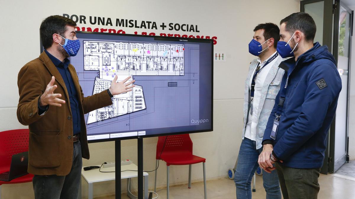 Bielsa y Moreno reciben las explicaciones sobre el nuevo sistema