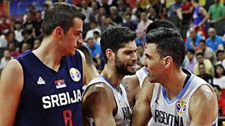 Argentina deixa el campionat sense la favorita Sèrbia i manté viu el somni