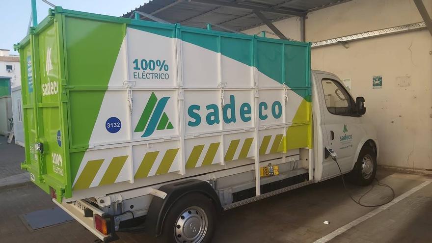 Sadeco amplía su flota de vehículos eléctricos para la recogida de residuos