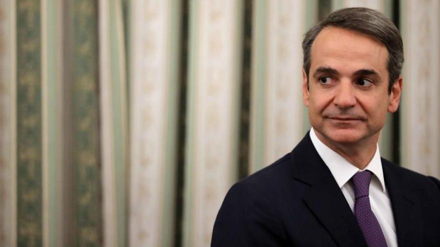 Mitsotakis jura el cargo como nuevo primer ministro griego