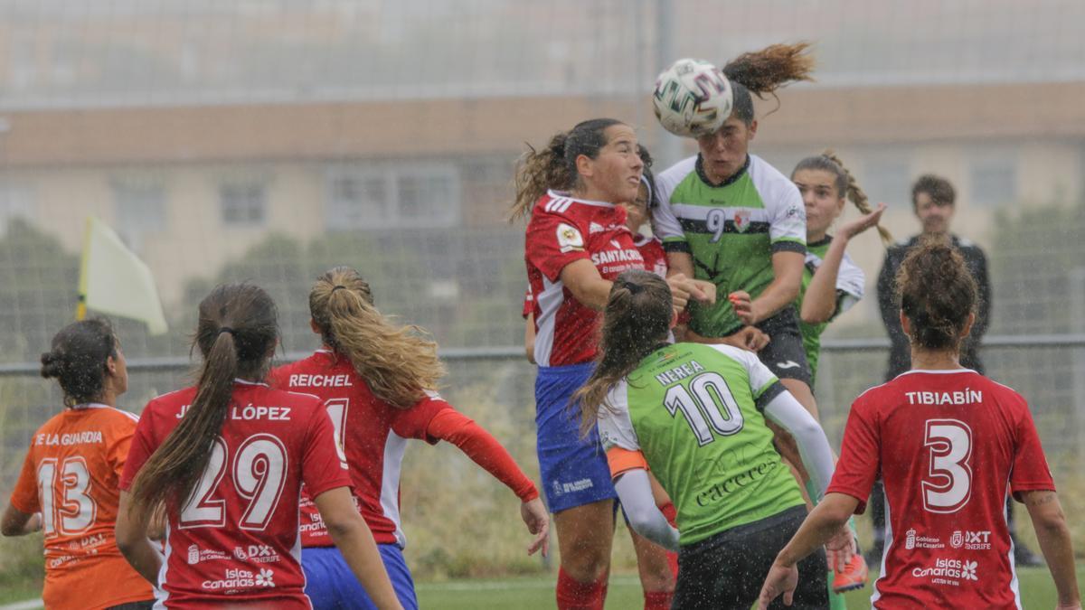 Acción de un partido del Femenino Cáceres.