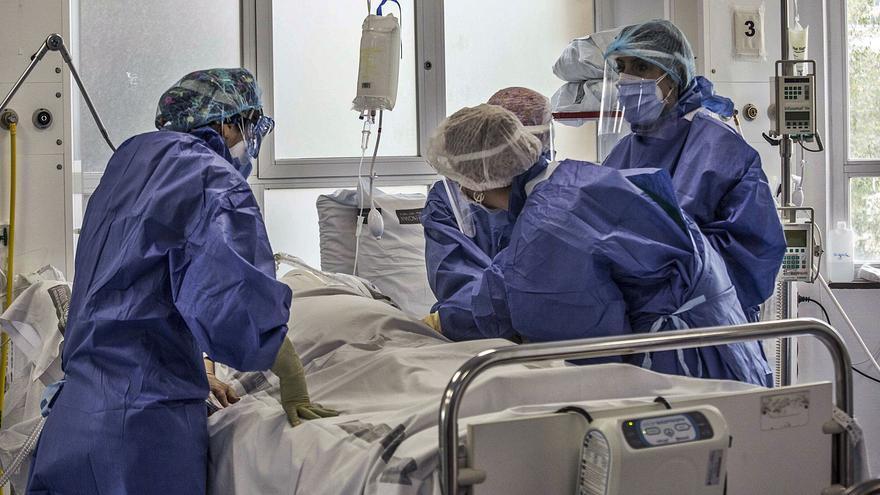 Casi 400 nuevos contagios mantienen la tensión sanitaria ante el próximo puente