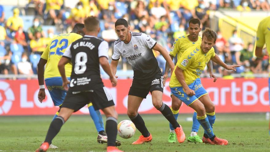 El FC Cartagena se lleva un severo correctivo de Las Palmas (4-1)