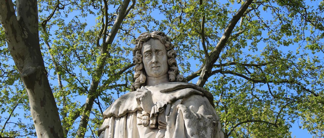 Una estatua de Montesquieu