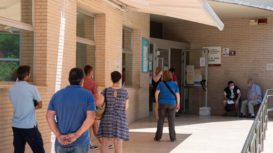 La quinta ola de coronavirus colapsa los centros de salud de Castellón y dispara la demora en las citaciones