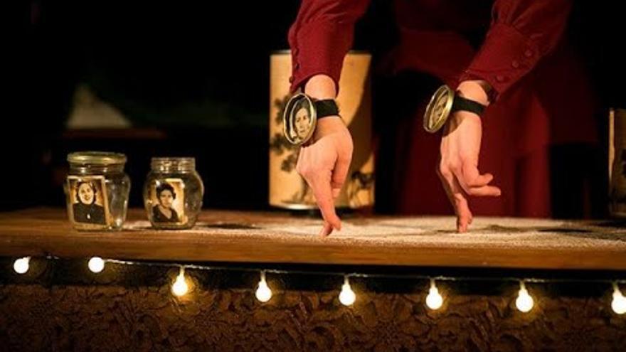 El Patio Teatro utilitza els petits objectes per parlar de la memòria