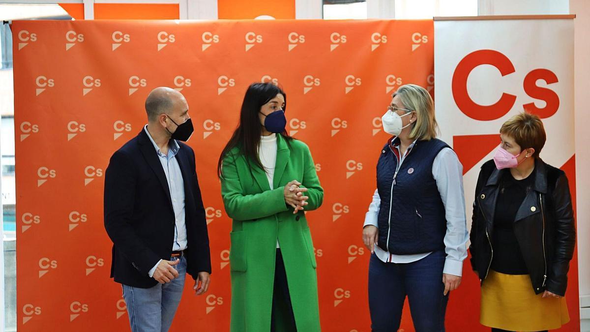 Los diputados de Cs José Antonio Martínez, Mamen Peris y Merche Ventura, junto a la nueva síndica Ruth Merino (en el centro). | LEVANTE-EMV