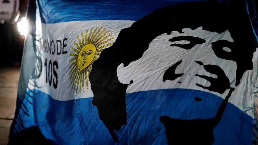 La policía investiga a quienes se hicieron fotos con el cadáver de Maradona