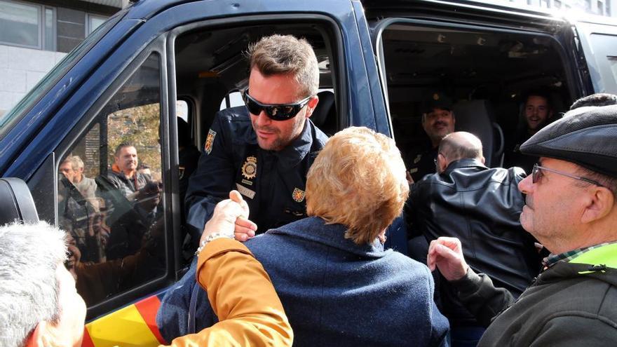 Otra veintena de agentes regresan a Vigo tras 22 días en Barcelona