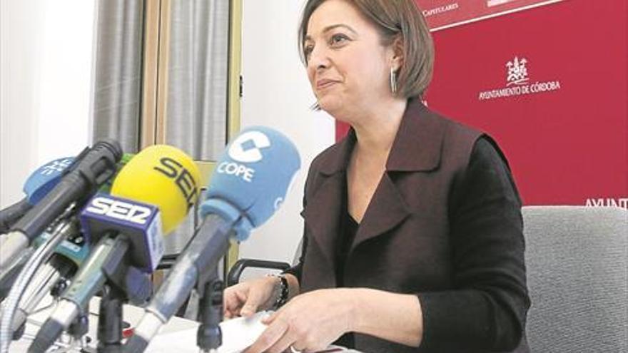 La alcaldesa se ofrece para negociar «desde el lunes» el futuro de la comisaría