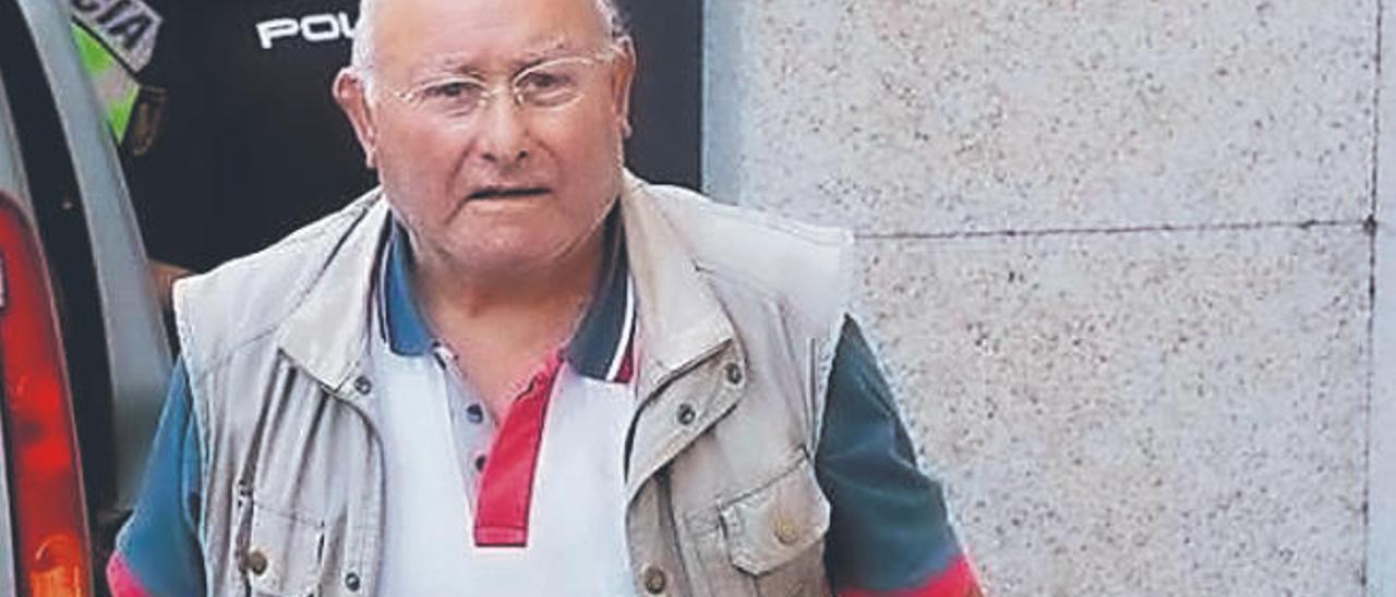 Manuel Charlín a la salida de los juzgados el pasado viernes.