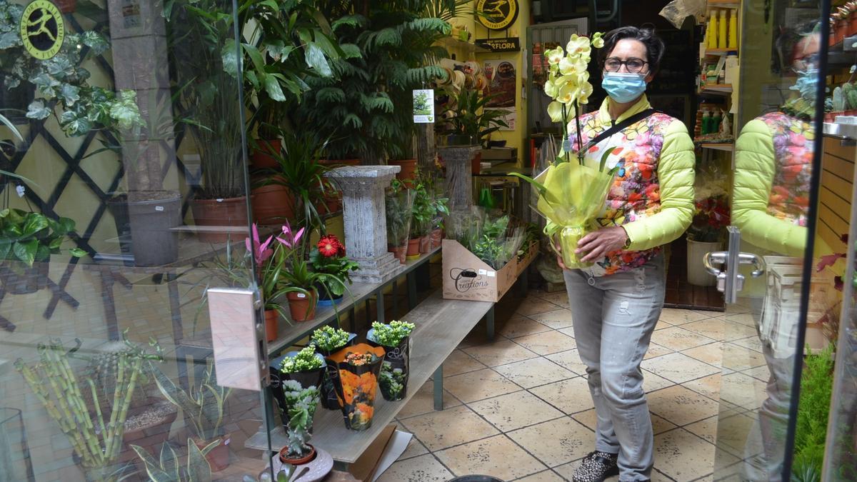 Uno de los encargos preparados en una floristería de Benavente | E. P.