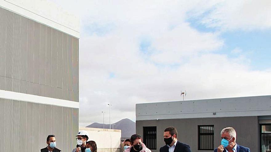 Armas se compromete a ampliar con un módulo más de  cuatro aulas el CEO de Playa Blanca