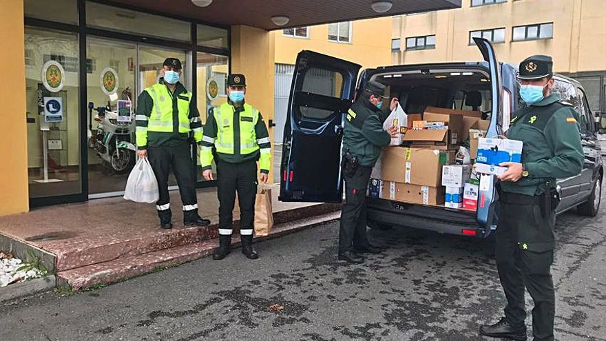 La Guardia Civil entrega 380 kilos de alimentos a Padre Rubinos