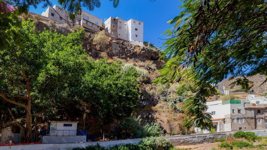 Santa Cruz cierra la calle Camino de la Ermita ante el riesgo de desprendimientos en el talud