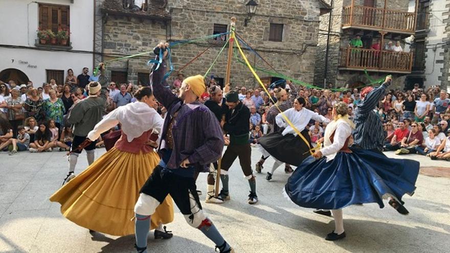 Agrupación folklórica Santa Cecilia
