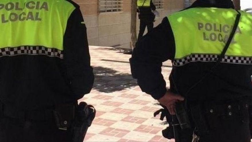 Detienen a un joven en La Rambla por amenazar con un cuchillo a clientes de un local nocturno