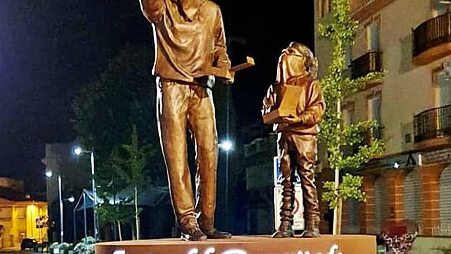 Un pueblo de Granada dedica una escultura  al «tro de bac»