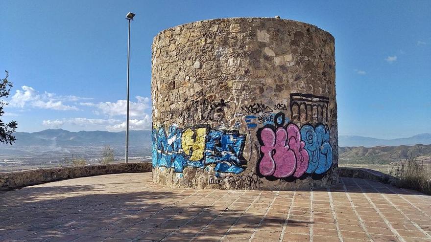 El símbolo del Puerto de la Torre, de capa caída