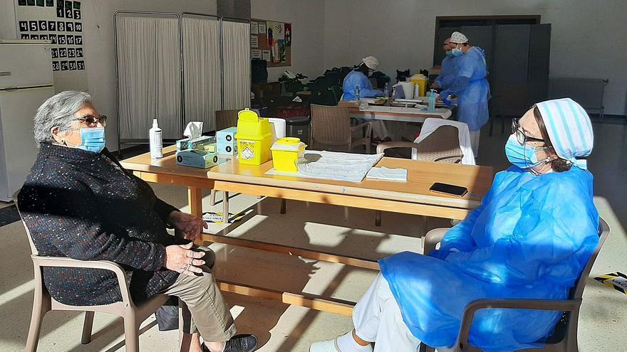 (Casi) pleno de vacunación en Campolongo