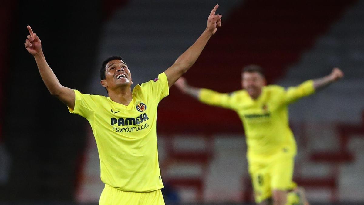 Los jugadores el Villarreal celebran el pase a la final de la Europa League.
