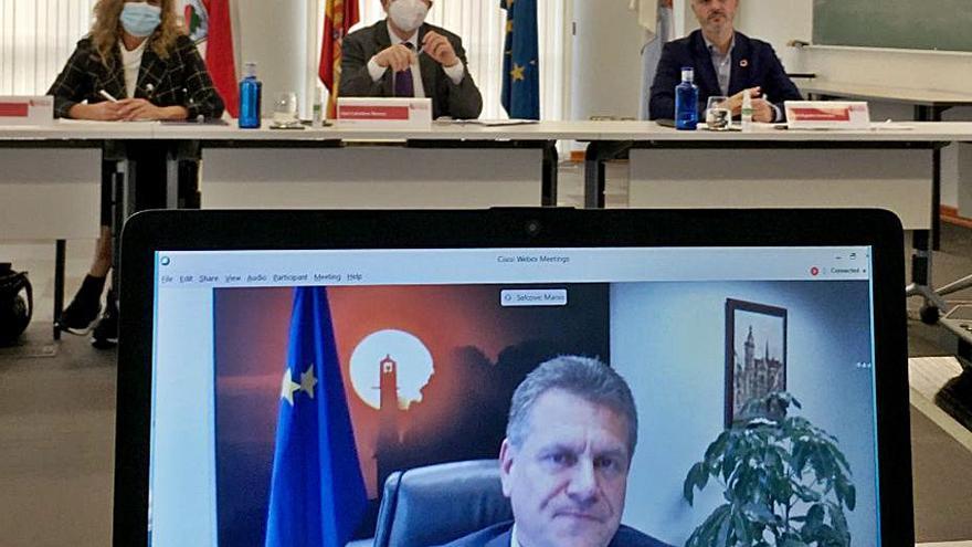 """Sefcovic: """"Europa necesita veinte fábricas de baterías, hay espacio para proyectos como el de Vigo"""""""