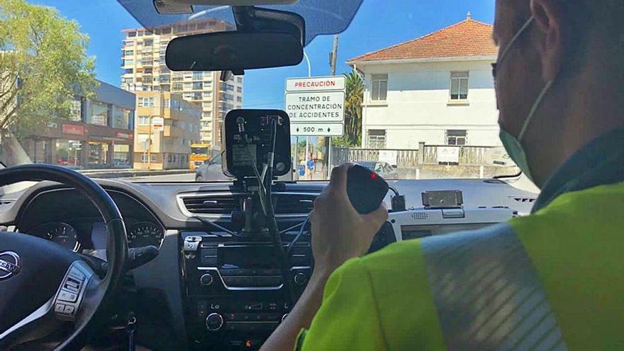 Más de 200 radares, tres furgonetas y ocho motos camufladas refuerzan la vigilancia de la red viaria